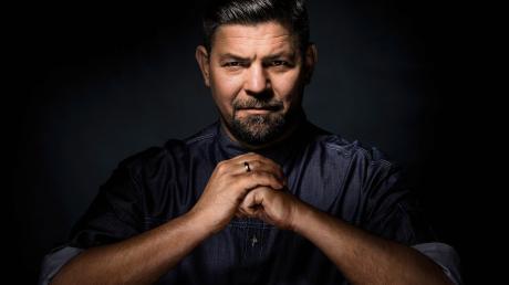 """Ab Februar steht Tim Mälzer für Staffel 5 von """"Kitchen Impossible"""" vor der Kamera. Alle Infos rund um Sendtetermine, Sendezeit und Duelle gibt es hier."""