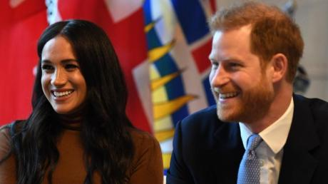 """Die Queen verfügt den harten """"Megxit"""": Prinz Harry und Herzogin Meghan dürfen sich nicht länger """"Königliche Hoheit"""" nennen."""
