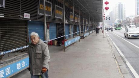 Ein Mann in Wuhan: Der Großteil der Infektionen konzentriert sich weiter auf die 11-Millionen-Metropole.