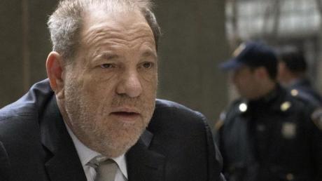 Der Prozess gegen Harvey Weinstein startet mit den Auftaktplädoyers.