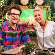 Heute Dschungelcamp 2020, Folge 15: Die Sendetermine. Die Moderatoren Sonja Zietlow und Daniel Hartwich im australischen Dschungel.