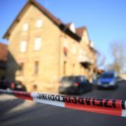 Die Polizei hat das Gebiet um den Tatort weitläufig abgesperrt.