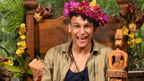 """Er war stets gut gelaunt - und hob sich damit von den anderen Kandidaten beim """"Dschungelcamp"""" 2020 ab: Der Münchner Prince Damien ist neuer RTL-Dschungelkönig."""