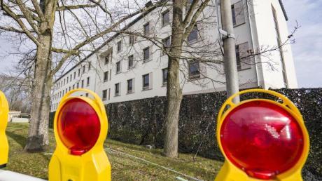 Blick auf ein Gebäude auf dem Gelände der Bundeswehrkaserne in Germersheim, wo die Wuhan-Rückkehrer in Quarantäne sind.