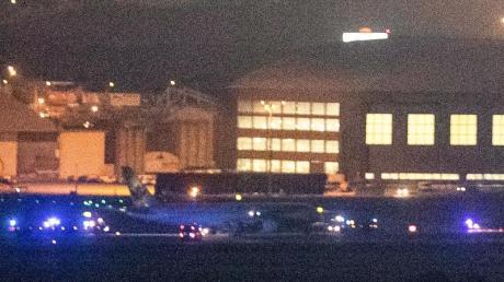 Das Flugzeug von Air Canada ist nach der Sicherheitslandung auf dem Madrider Flughafen Barajas zu sehen.