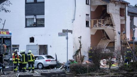 Die Gasexplosion hatte die Fassade des Hauses eingerissen.