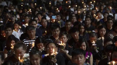 Tausende gedenken der Opfer des Amoklaufs.