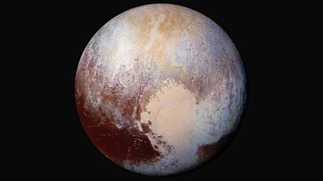 """Die Sonde """"New Horizons"""" fotografierte Pluto 2015 aus nächster Nähe."""