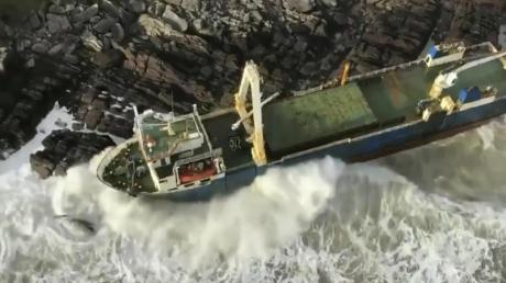 Die MV Alta an der Küste der Grafschaft Cork.