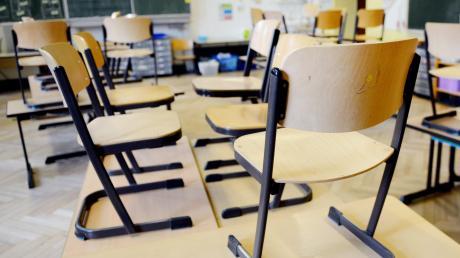 Unterrichtsausfälle, leere Klassenzimmer: Wenn die Politik nicht gegensteuert, fehlen ab Herbst 1400 Lehrer im Freistaat.