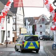 Volkmarsen am Tag danach: Girlanden mit Luftballons erinnern an den Karnevalsumzug, der fröhlich begann und dann mit fast 60 Verletzten endete.