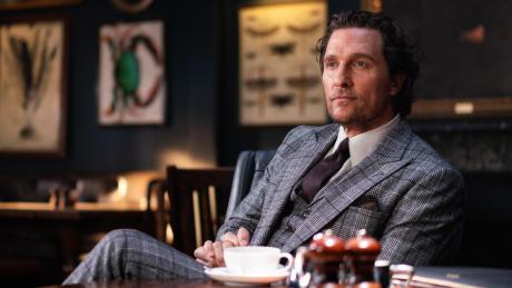 Abwarten und Tee trinken wie ein wahrer Gentleman: der britische Drogenbaron Mickey Pearson (Matthew McConaughey).