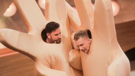"""Oliver Pocher (r) und Michael Wendler in der Live-Show """"Pocher vs. Wendler - Schluss mit lustig!"""" bei RTL."""
