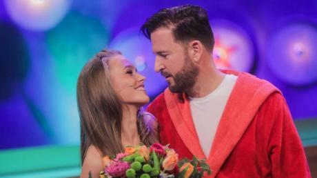Michael Wendler und seine Freundin Laura Müller bei einer TV-Show.