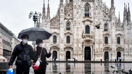 Touristen sind auf der Piazza del Duomo vor der Mailänder Dom derzeit die Ausnahme.