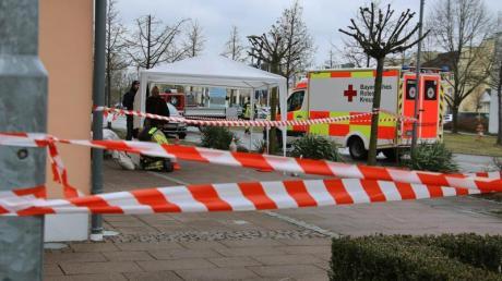 Ein Rettungswagen am Tatort in Neustadt an der Donau.