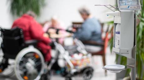 Für Senioren soll es wegen des Coronavirus laut Carolina Trautner eine Hilfsinitiative geben.