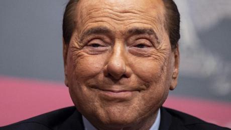 Silvio Berlusconi spendet zehn Millionen Euro.