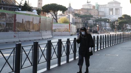 Ein Land im Ausnahmezustand: Das Coronavirus hat Italien fest im Griff. Das öffentliche Leben ist weitgehend zum Erliegen gekommen. Die Straßen in den Städten – im Bild Rom – sind fast menschenleer.