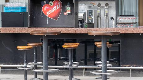 Leere Bar, leeres Land: Ganz Tirol wurde unter Quarantäne gestellt. Vor allem Ischgl gilt als Zentrum der Corona-Verbreitung.