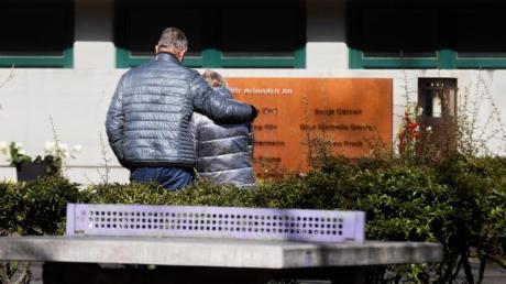 Mit einer Schweigeminute zur Absturzzeit um 10.41 Uhr ist am Dienstag in Haltern der Opfer der Flugzeugkatastrophe vor genau fünf Jahren in Südfrankreich gedacht worden.