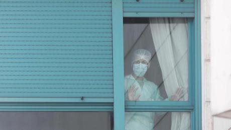 Nach Italien hat nun auch Spanien mehr Todesfälle durch die Coronavirus-Pandemie als China gemeldet.
