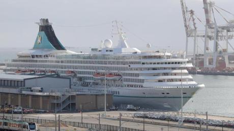Das deutsche Kreuzfahrtschiff «MS Artania» liegt im Hafen von Fremantle.