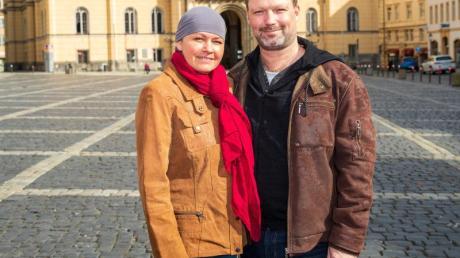 Iventa Karl mit ihrem Partner Robert Prade auf dem Zittauer Markt.