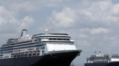 Das Kreuzfahrtschiff «Zaandam» steht vor der Küste von Panama.