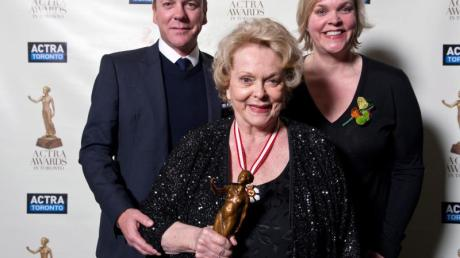 Shirley Douglas mit ihren Kindern Kiefer und Rachel Sutherland.
