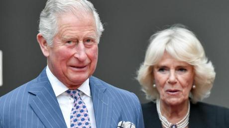 Der britische Prinz Charles und seine Frau, Herzogin Camilla, feiern Kristallhochzeit.
