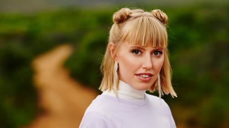 """Die Sängerin LEA ist bei """"Sing meinen Song"""" 2020 dabei. Im Porträt erfahren Sie mehr über die Künstlerin."""