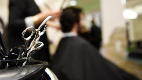 Anfang Mai sollen die Friseurbetriebe wieder öffnen.