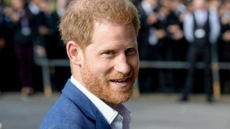 Der britische Prinz Harry zeigt sich beeindruckt von der Aktion eines fast 100-jährigen Briten.