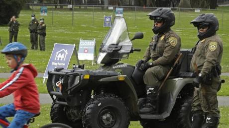 Park Ranger bewachen den Eingang des Golden Gate Parks.