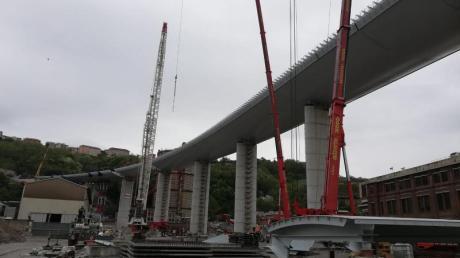 Die letzten Bauarbeiten an der neuen Autobahnbrücke in Genua. Das alte Morandi-Viadukt war im August vor zwei Jahren eingestürzt.