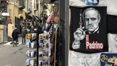 """In Italien ist die Mafia eine Marke: hier Mafia-Boss Don Vito Corleone im Film """"Der Pate"""" als Souvenir für Touristen."""