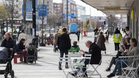 Das öffentliche Leben inSchweden - hier eine Aufnahme aus Stockholm vom 20. April - war und ist vergleichsweise wenig eingeschränkt.