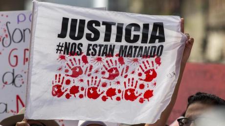 Zehntausende gehen gegen die Gewalt an Frauen in Mexiko auf die Straße.