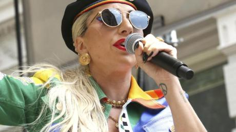 Die Sängerin Lady Gaga kündigt Regen an.