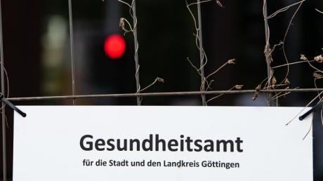 In Göttingen haben sich bei privaten Feiern mehrere Menschen mit dem neuen Coronavirus infiziert. Das Gesundheitsamt verfolgt unter Hochdruck die Infektionsketten.