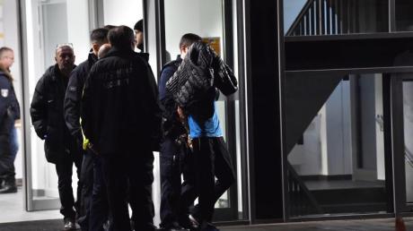 Nach der Tat in der Berliner Schlossparkklinik wurde der Angeklagte im November 2019 abgeführt.