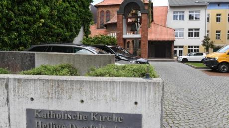 Blick auf die Pfarrkirche Heilige Dreifaltigkeit der Pfarrei St. Bernhard Stralsund-Rügen-Demmin.
