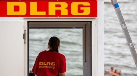 Der DLRG (Deutsche Lebens-Rettungs-Gesellschaft)warnt vor unbewachten Badestränden.