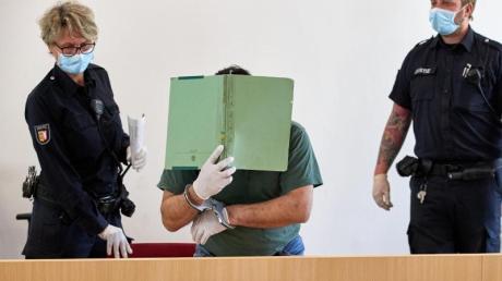 Der 43-Jährige beim Prozessbeginn im April.