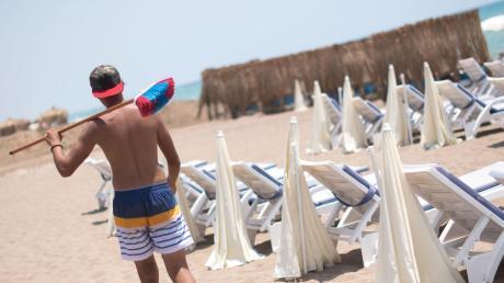 Warten auf die Deutschen: ein leerer Strand in Antalya.