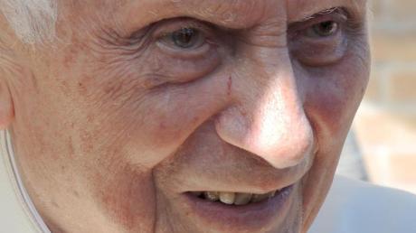 Joseph Ratzinger, der emeritierte Papst Benedikt XVI. ist zurück in Bayern.