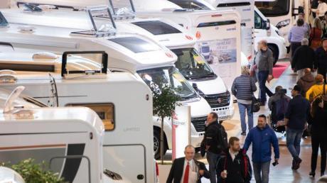 Wohnmobile stehen auf der Reisemesse CMT in Stuttgart (Symbolbild).