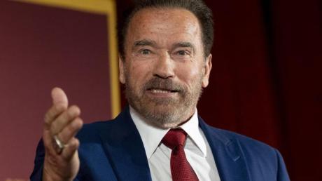 Arnold Schwarzenegger hat in einem Video mit vier seiner Amtsvorgänger und -nachfolger zum Tragen einer Maske aufgerufen.