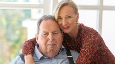 Ottfried Fischer und seine Lebensgefährtin Simone Brandlmeier haben standesamtlich in Passau geheiratet.